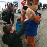 Patrulla canina disfrutando con los niños y niñas
